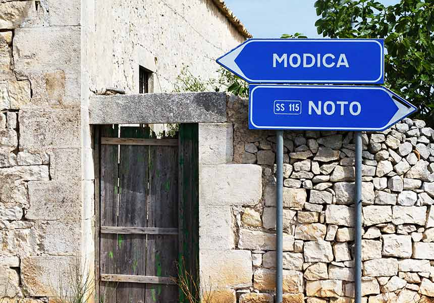 Road sign in Noto