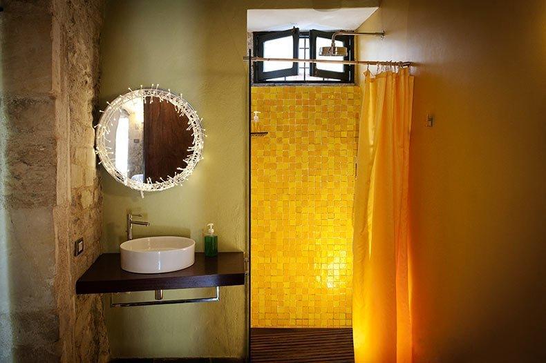 talia-cedro-bathroom