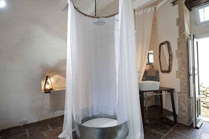 talia-ibla-shower