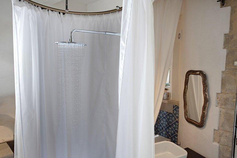 talia-ibla-shower2
