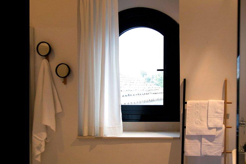 tale-bathroom