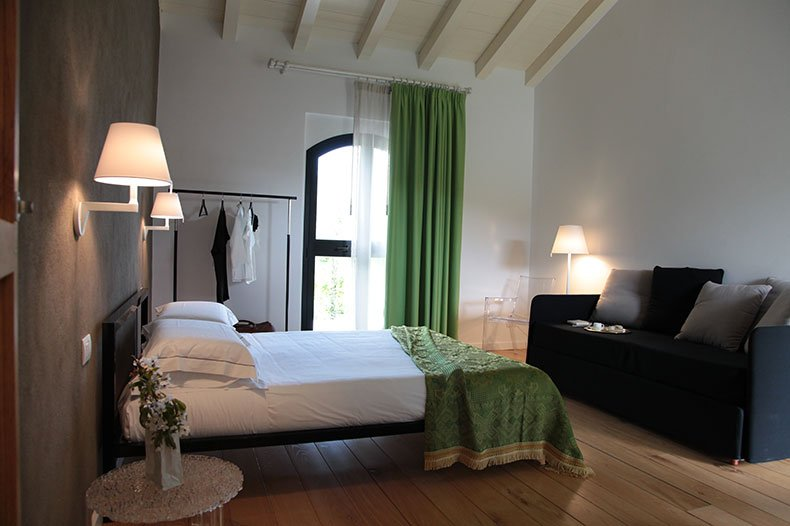 tale-bedroom2