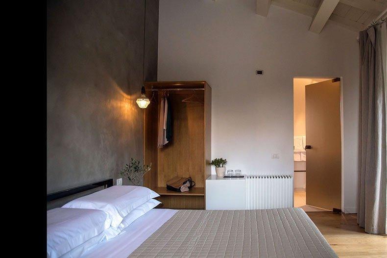 tale-bedroom3