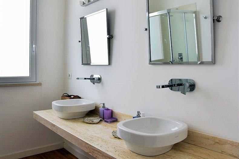 villa-al-faro-bathroom2