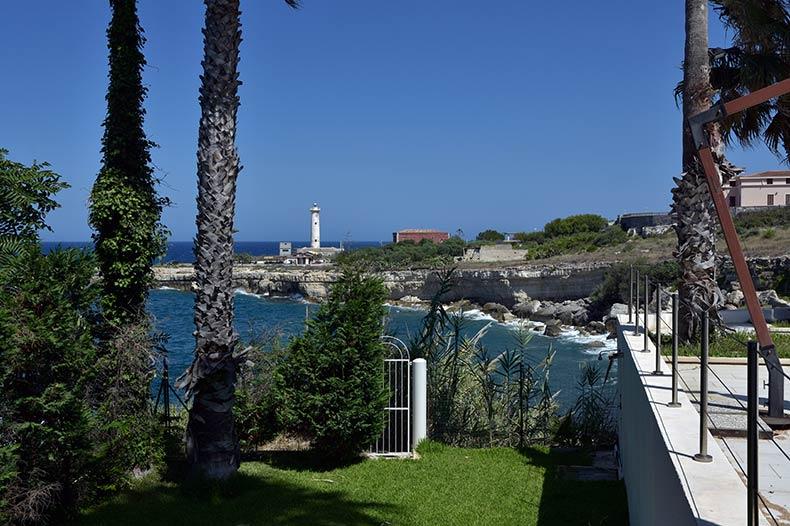 villa-al-faro-gate-to-sea