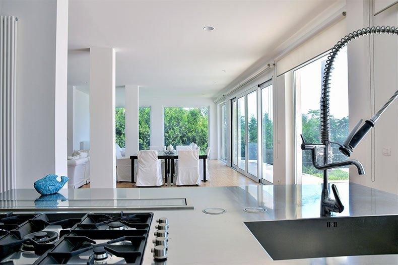 villa-al-faro-kitchen-lounge