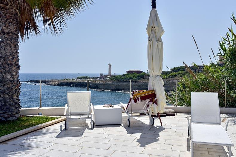 villa-al-faro-sunbeds2