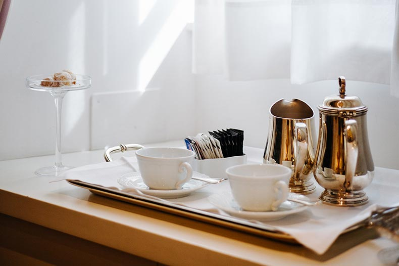 ashbee-room-service