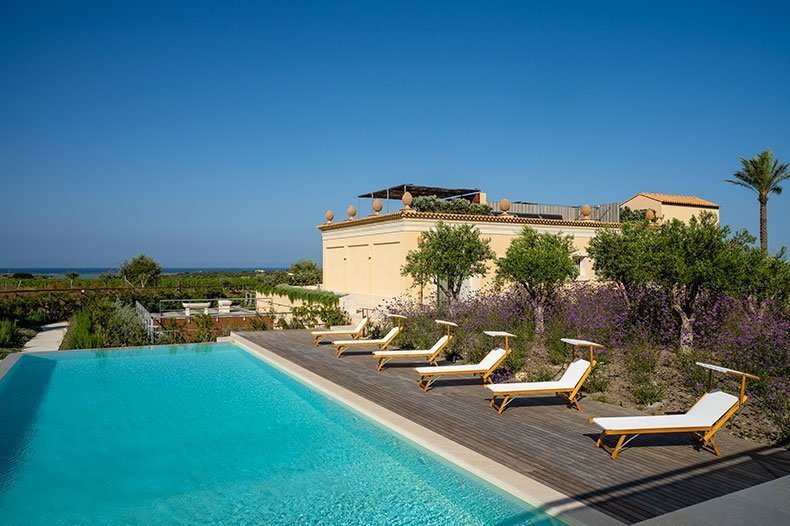 sicilian villa with big pool