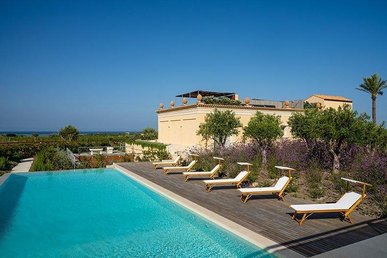 sicilian villa with big pool
