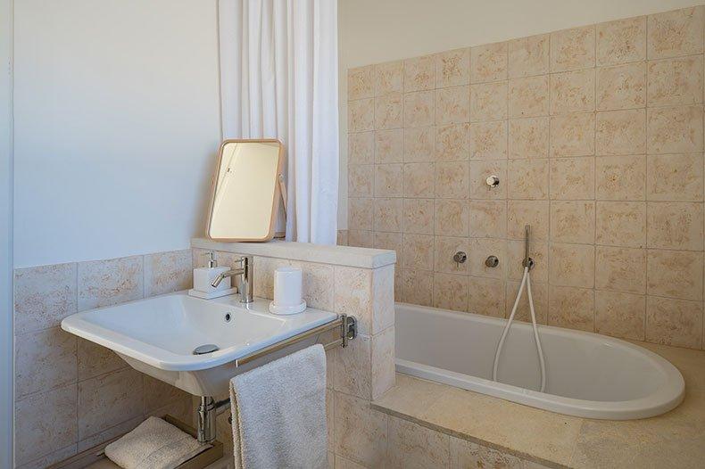 cozzo-coniglio-bathroom