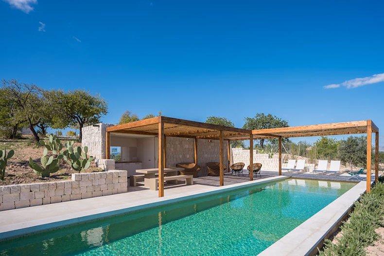 cozzo-coniglio-pool-area